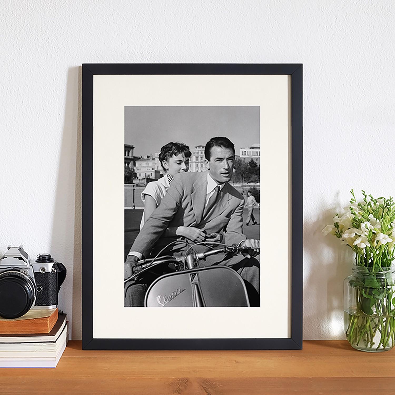 home24 Bild Audrey and Greg in Roman Holiday | Dekoration > Bilder und Rahmen | Any Image